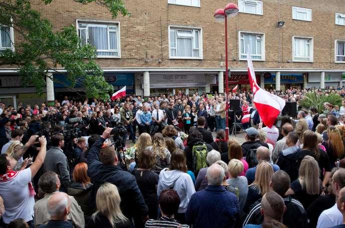 Lors d'un rassemblement en hommage à Arek Jozwik, un ressortissant polonais qui vivait en Grande-Bretagne avant d'être tué, à Harlow, le 3 septembre.