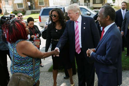 A Détroit, la ville natale de l'ancien candidat à l'investiture républicaine Ben Carson, présent à ses côtés, Donald Trump a assuré être venu «pour écouter [le] message» de la communauté afro-américaine.