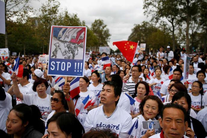 Le dimanche 4 septembre, la communauté chinoise manifeste place de la République à Paris pour dénoncer les attaques racistes et les agressions dont elle est victime.
