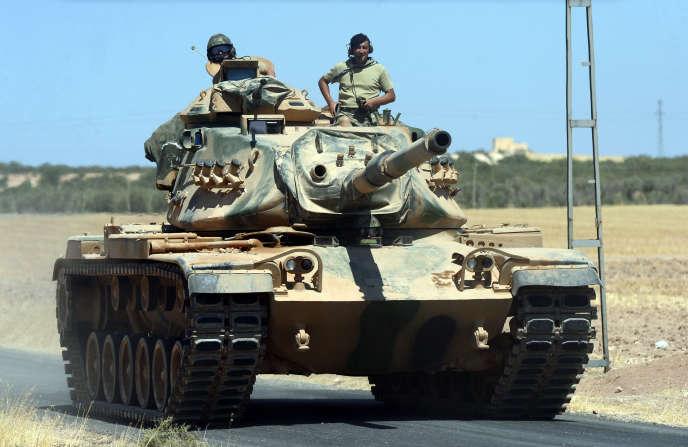 Un blindé turc près de la frontière avec la Syrie, à Karkamis le 2 septembre.