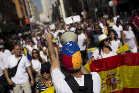 Des millions de Vénézuéliens ont défilé à Madrid, dimanche 4 septembre.