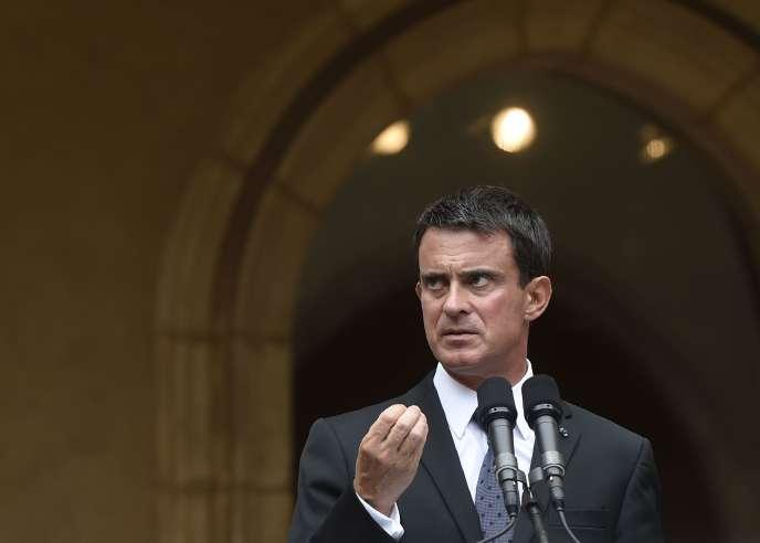 Le premier ministre accuse le quotidien américain de donner une image fausse de la France dans un article.