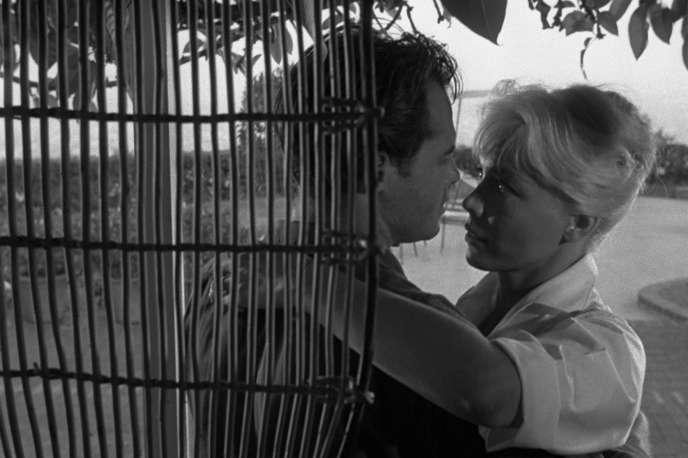 Corey Allen et Kate Manx dans le film américain de Leslie Stevens, «Propriété privée» («Private Property»), réalisé en 1960.