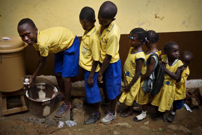 L'importance de l'école pour l'éducation à la santé, à Freetown, Sierra Leone, durant l'épidémie d'Ebola, en octobre 2015.