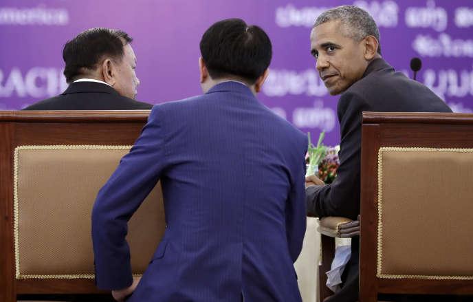 Le président laotien Bounyang Vorachit et son homologue américain Barack Obama lors du déjeuner officiel au palais présidentiel de Vientiane mardi 6 septembre.