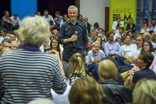 Bruno Le Maire, candidat à la primaire à droite, anime une réunion avec ses partisans dans une salle de l'Eglise américaine de Paris, lundi 5 septembre.
