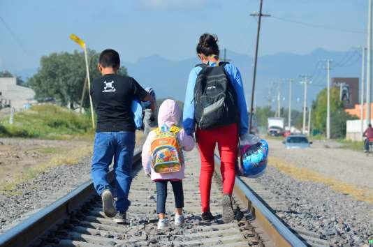 Des enfants venus du Honduras près de la gare de Tultitlan, au Mexique en décembre2014.