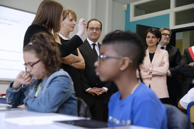 François Hollande et Najat Vallaud-Belkacem, au collège Jules-Verne des Mureaux (Yvelines), le 7 mai 2015.