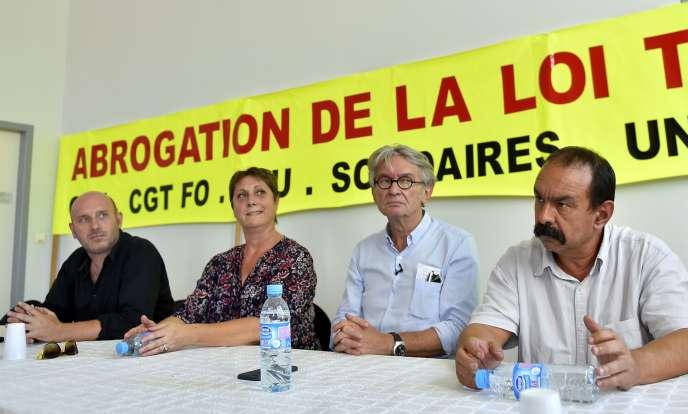 Eric Beynel (porte-parole de l'Union Syndicale Solidaires), Bernadette Groison (secrétaire générale de la FSU), Jean-Claude Mailly (secrétaire général FO) et Philippe Martinez (secrétaire général de la CGT) - de gauche à droite - lors d'un meeting à Nantes le mercredi 7septembre.