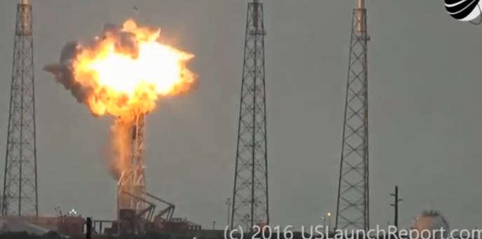 Explosion sur le site de lancement d'une fusée Falcon 9 deSpaceX, à Cap Canaveral, Floride, le 1er septembre 2016.
