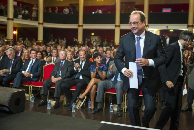 François Hollande avant son discours Salle Wagram, à Paris le 8 septembre.