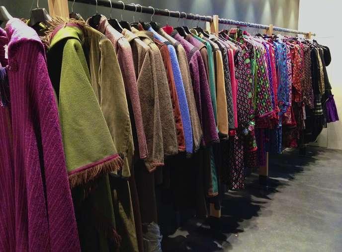 Le bureau du chineur et collectionneur Olivier Châtenet abrite des milliers de vêtements, dont 800 blouses Yves Saint Laurent.