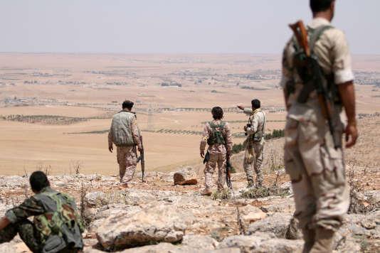 Combattants rebelles dans la région de Manbij, près d'Alep, en juin.