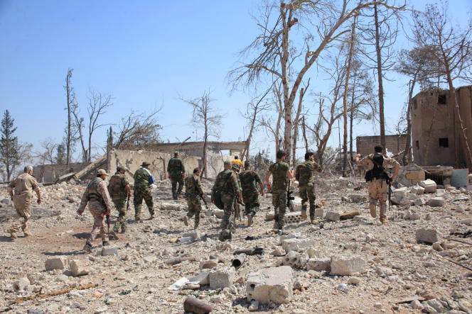 Des forces fidèles au président syrien Bachar Al-Assad, au début du mois de septembre, près d'Alep.