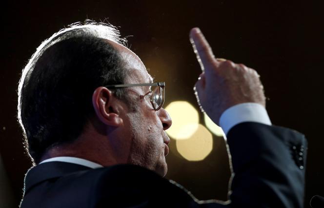 François Hollande lors de son discours Salle Wagram à Paris, le 8 septembre.