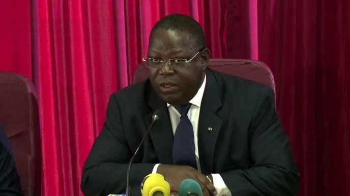 Le ministre des Affaires étrangères du Gabon, Emmanuel Isozet Ngondet, lors d'une conférence de presse, jeudi 8 septembre à Libreville.