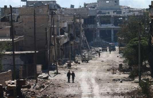 Des soldats syriens pro-régime à Ramussa, quartier stratégique dans le sud-ouest d'Alep, le 9 septembre.