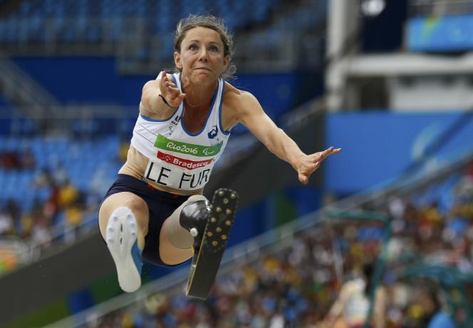 Marie-Amélie Le Fur lors de l'épreuve de saut en longueur, le 9 septembre aux Jeux parlaympiques de Rio de Janeiro.
