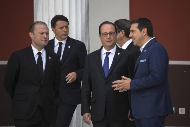 De gauche à droite : le premier ministre de Malte, Joseph Muscat, le premier ministre italien,Matteo Renzi, le président français, François Hollande, et le premier ministre grec,Alexis Tsipras, lors du sommet des pays du Sud, à Athènes, le 9 septembre 2016.