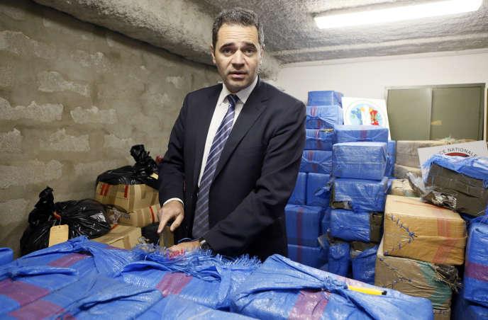 François Thierry, alors à la tête de l'Office central pour la répression du trafic illicite de stupéfiants (Ocrtis), après une saisie de cannabis, le 14 décembre 2012, à Nanterre.