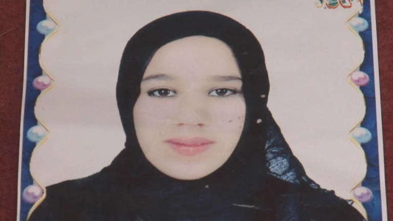 Khadija Souidi, 16 ans, a été violée par huit hommes, puis torturée. Ses agresseurs remis en liberté la menacent de publier la vidéo de son martyr : la jeune Marocaine s'immolera par le feu 30 juillet 2016.