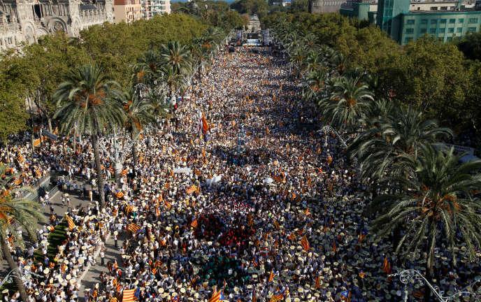 Au moins 540 000 personnes ont manifesté à Barcelone, dimanche.