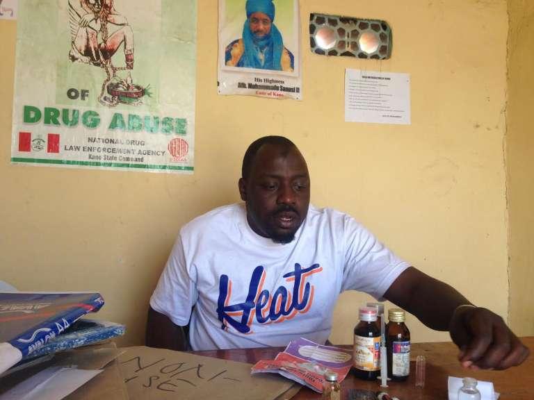 Aboubakar, 35 ans, ex-drogué devenu« ange gardien» des enfants accros de Kano, a créé une association pour leur venir en aide.