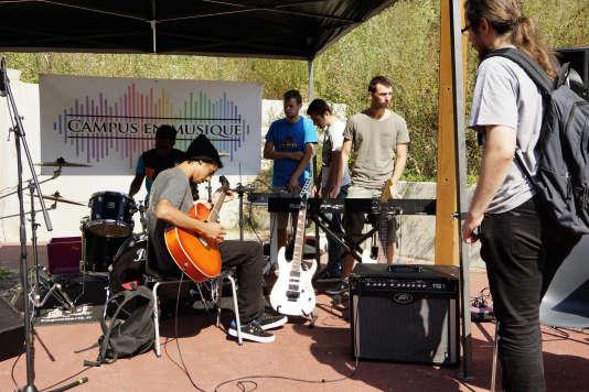 Concert de rock sur le campus d'Orsay.