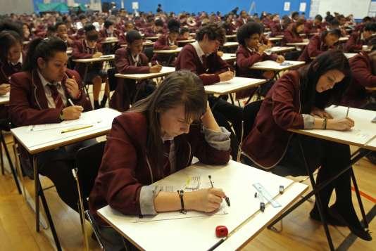 Deux types de lycées coexistent en Grande-Bretagne.