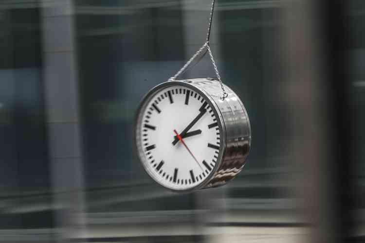 «Tic-tac, tic-tac… L'heure de Poliphile semble être venue. L'horloge menaçante d'Alicja Kwade fend l'air au-dessus de la tête des visiteurs abasourdis. Il n'est plus temps ».
