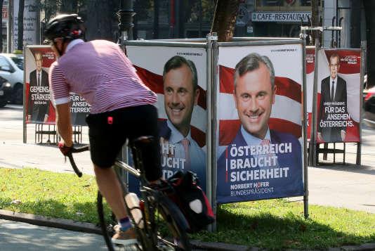 Panneaux électoraux dans les rue de Vienne lundi 12 septembre.