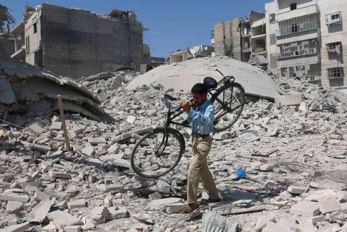 Dans le quartier rebelle de Salihine, à Alep, le 11 septembre, après un raid aérien.