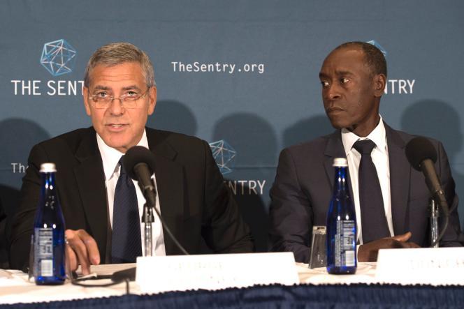 George Clooney, cofondateur dugroupe d'investigation The Sentry, avec l'acteur Don Cheadle, cofondateur de l'associationNot On Our Watch,lors d'une conférence de presse, le 12 septembre 2016 à Whashington
