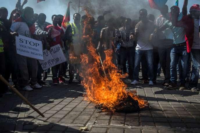 Des Ethiopiens Oromo, Amhara et Ogaden manifestent contre Addis-Abeba à Johannesburg, en août 2016.