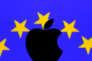 un logo d'Apple devant un drapeu européen ( Illustration).