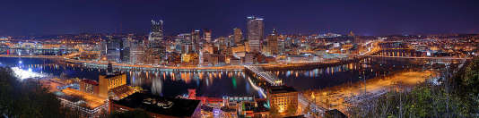 Pittsburgh la nuit. Photo de By Dllu (Own work) [CC BY-SA 4.0]