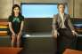 Virginia Johnson (Lizzy Caplan) et William Masters (Michael Sheen), dans le premier épisode de la quatrième saison de la série« Masters of Sex».