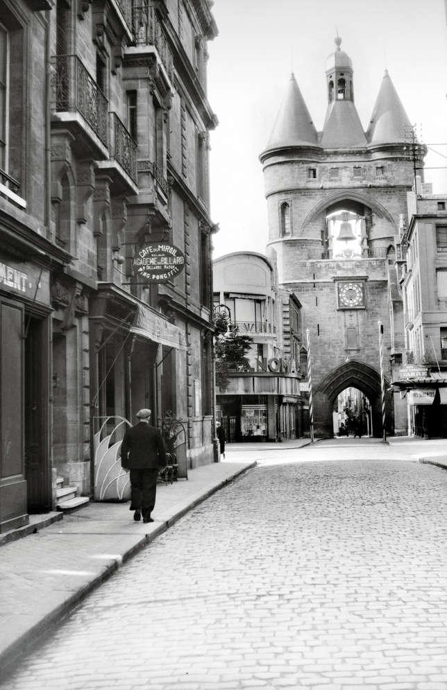 Porte de la Grosse-Cloche à Bordeaux, vers 1935.