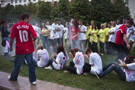 Des étudiants en première année se font bizuter, le 9 septembre 2010 à Lyon