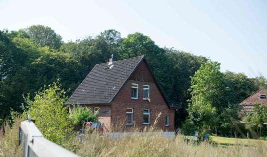 La maison dans laquelle les autorités allemandes ont procédé mercredi à l'arrestation de trois réfugiés membres présumés de l'Etat islamique à Reinfeld, au nord de Hambourg.