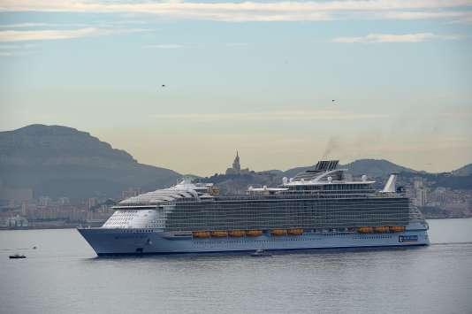 L'Harmony of the Seas, 362mètres de long, 66m de large et 72m de haut, soit l'équivalent d'un immeuble de vingt étages.