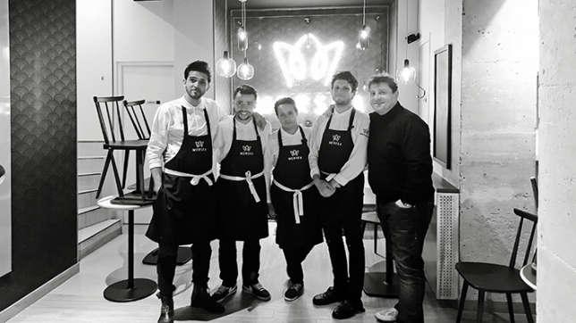 Le chef Olivier Bellin (à droite) signe les recettes de leur « fish and chips » parisien.
