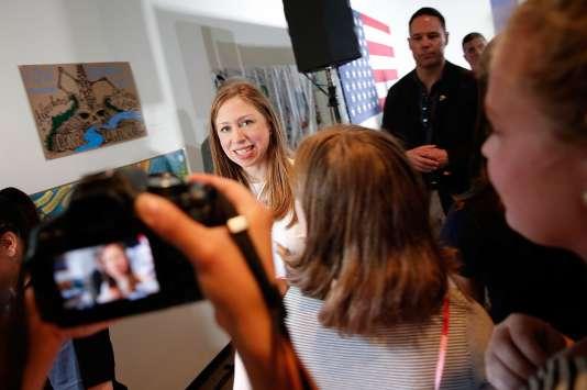 Chelsea Clinton, la fille de la candidate démocrate Hillary Clinton, fait campagne pour sa mère au Roanoke College, à Salem, en Virginie, le 14 septembre.