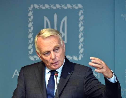 Le ministre des affaires étrangères, Jean-Marc Ayrault, lors de son déplacement à Kiev, le 14 septembre.