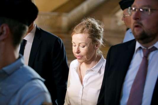L'ex-épouse de Jérôme Cahuzac, Patricia Menard, à son arrivée au tribunal, à Paris le14septembre.