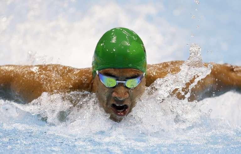 Le nageur sud-africain paralympique, Hassiem Achmat, 34 ans, est amputé d'une jambe depuis l'attaque d'un requin il y a dix ans.