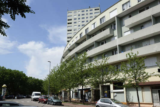 L'un des immeubles en courbe du quartier Beaulieu à Saint-Etienne (Loire).