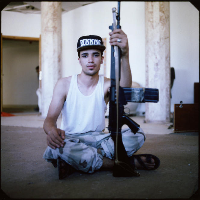 Syrte, le 26 août. Ibrahim Mourad, 20 ans, membre des forces aliiées partisanes du gouvernement de coalition nationale.