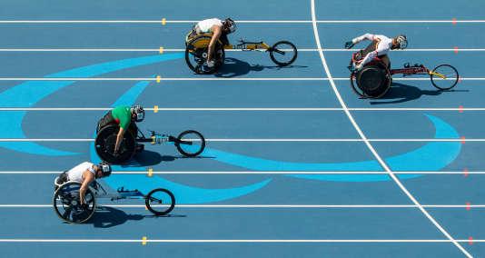 Photo finish du 100 T51 aux Jeux paralympiques de Rio, le 13 septembre.