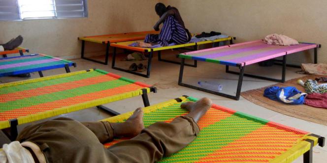 Dans le centre-relais de Djougou, dans le nord-ouest du Bénin, des lits fabriqués par les malades.